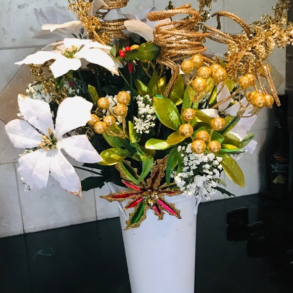 Other Holiday White And Gold Flower Arrangement Poshmark